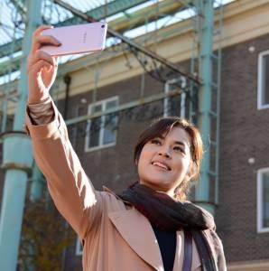 Selfie Oppo Berhadiah Tiket Konser, Pesawat & Oppo F1s