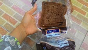 Sari Roti Choco Chips : Roti Tawar Coklat Eeada Choco Chipsnya