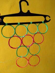 Hanger Kerudung Dari Gelas Plastik, Cara Asik Bijak Plastik
