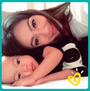 Foto Selfie Ibu & Bayi Berhadiah 1000 BIB Pampers