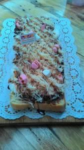 Roti Bakar Ora Umum : Berasa Makan Pizza