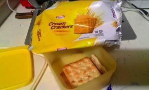 Indomaret Cream Crackers Biscuits : Flat Rasanya