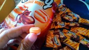 Blaster Chewy Orange Mint : Permen Mint Lunak Isi Coklat Mantap