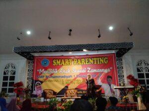 "Smart Parenting ""Mendidik Anak Sesuai Zamannya"" SMP Muhammadiyah 1 Purwokerto"