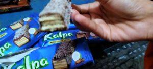 Hah, Wafer Coklat Ada Taburan Kelapanya?!!
