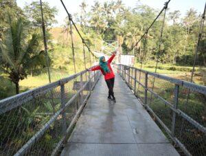 Jembatan Gantung (Damar Payung) Kutayasa Karangsalam Baturraden, Begini Tata Cara Melewatinya.