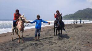 Menikmati Pantai Suwuk (Kebumen) Dengan Aroma Gula Kelapa & Ngemil Yutuk