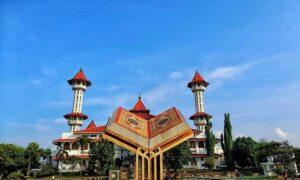 Monumen Al-Qur'an Di Masjid Raya Cianjur, Cocok Untuk Wisata Religi